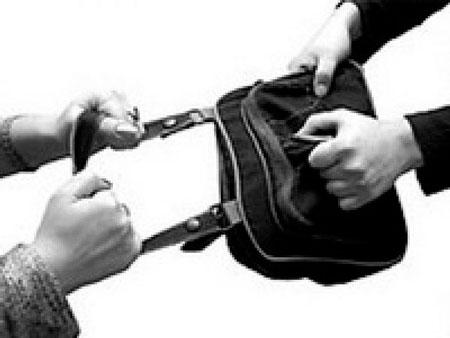 У Черкасах перехожі затримали грабіжника