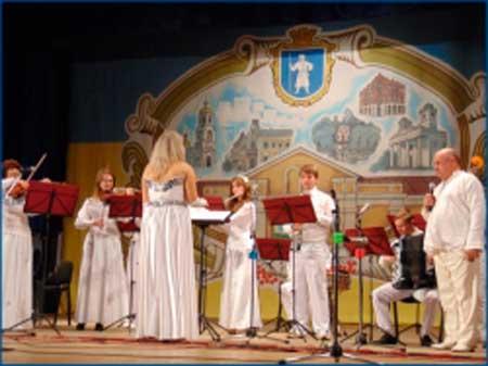 Колектив Уманського вишу переміг у ІІ Всеукраїнському фестивалі-конкурсі «Квітуча країна»