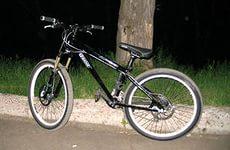 Поки прихожанин молився в церкві, зловмисник поцупив його велосипед