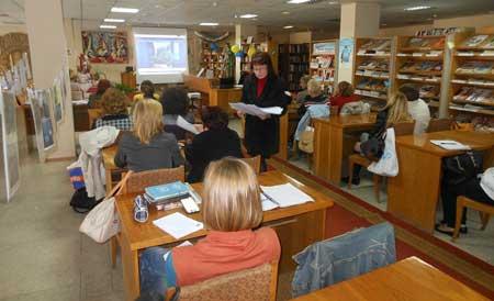 Черкаських бібліотекарів навчали як надавати консультаційні та інформаційні послуги переселенцям