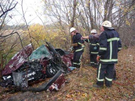 Сміла: рятувальники деблокували водія та пасажирку із автомобіля, що потрапив у ДТП