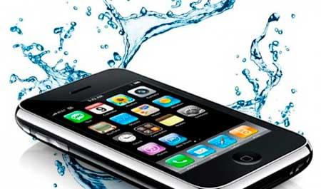 Подросток снимал женщину в душе, чтобы удостовериться в водонепроницаемости телефона