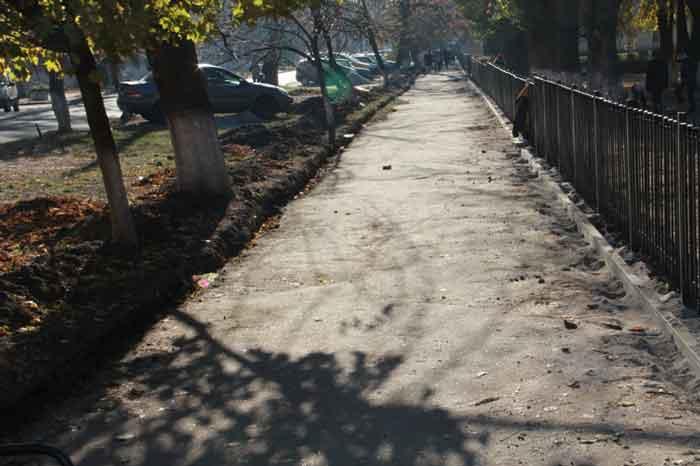 На вулиці Горького ремонтують тротуар