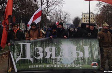 В Беларуси продолжается шествие оппозиции, скандируют проукраинские лозунги