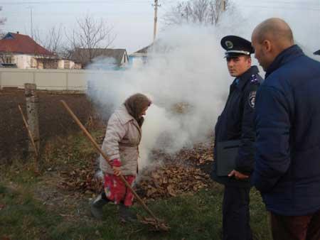 У Шполі оголосили полювання на тих, хто палить листя: будуть штрафувати