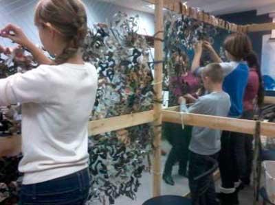 Ученики Черкасской гимназии плетут маскировочные сети