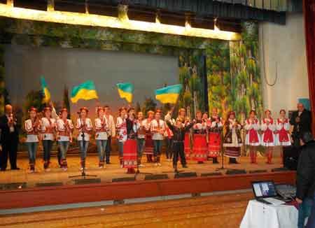 Работники Лисянского РДК дают благотворительные концерты
