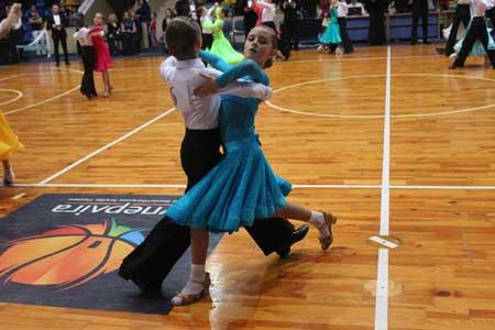 Тысяча танцоров соревнуются в Черкассах