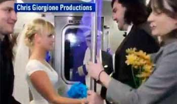 Американська пара зіграла весілля в метро