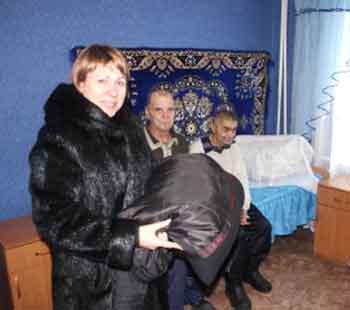 Переселенців з Макіївського будинку-інтернату забезпечили теплим одягом