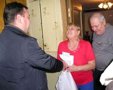 Мікрорайон «Дніпровський» першим у місті привітав своїх пенсіонерів, ветеранів та інвалідів зі святами