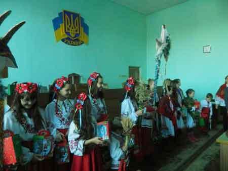 Юні таланти Шполянщини привітали з різдвяними святами працівників райдержадміністрайії та районної ради