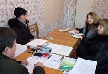 Матір-одиначку з зони АТО відвідали представники служби зайнятості та соціального захисту