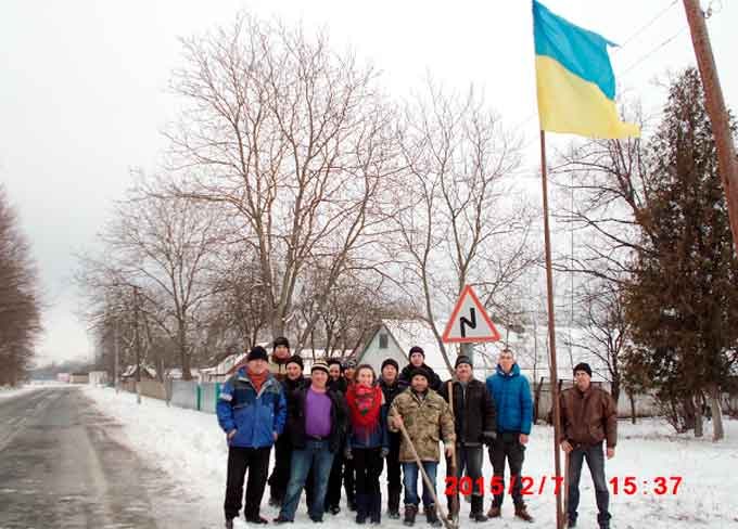 У Моринцях встановили прапора, який пройшов Майдан і війну