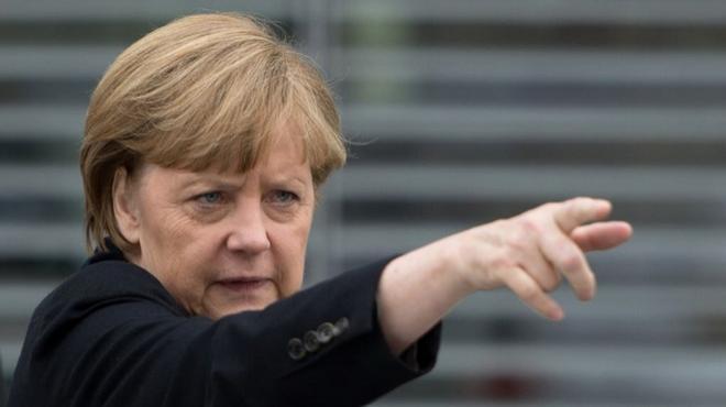 Меркель пригрозила Путіну поставками зброї з США в Україну, - Wall Street Journal