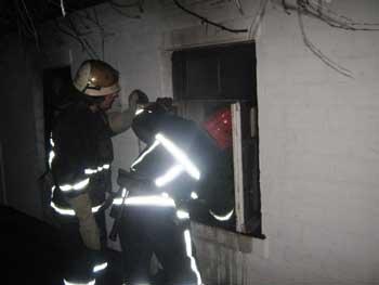В Умані на пожежі загинув господар будинку (відео)