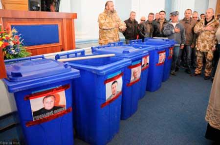У Черкасах судове засідання у справі «сміттєвих люстраторів» тривало 5 хвилин