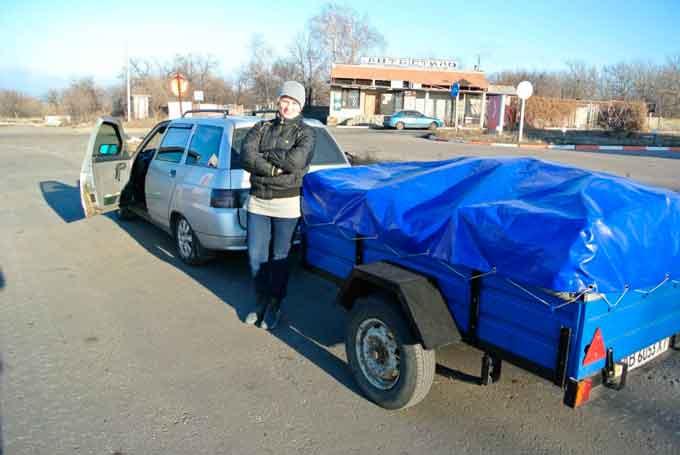 Дорога життя: піщанська волонтерка самотужки їздить до бійців на власному авто