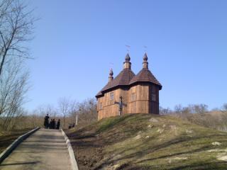 У Каневі в Козацькій церкві почалася поминальна служба