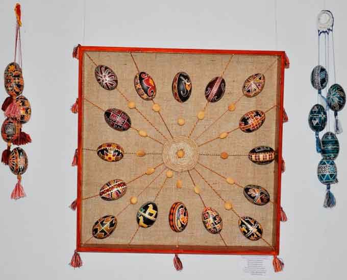Більше 100 творчих робіт представили юні черкасці на виставці «Барви Великодня»