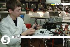 Черкаський студент сконструював польовий інвертор напруги для фронту (відео)