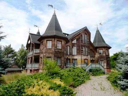 На Канівщині згорів маєток скандального олігарха Ігоря Бакая