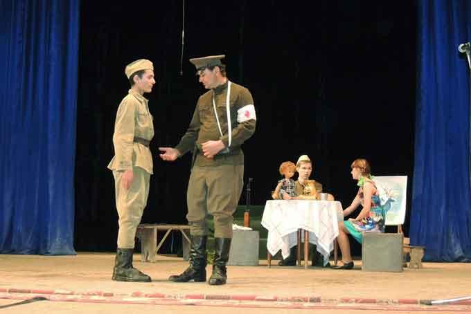 Актори з Ладижанки презентували уривок з п'єси «Голубі олені»