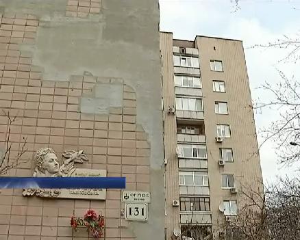 Жителі черкаської багатоповерхівки бояться впасти в провалля