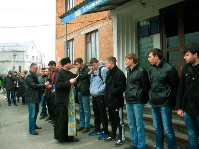 Сьомого квітня сімох тальнівчан призвали до лав Збройних Сил України
