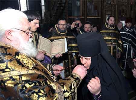 Владика Софроній до Великодня відзначив велику групу священиків Черкаської єпархії