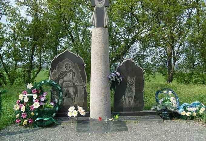 """На Черкащині є унікальний пам'ятник 150 прикордонним псам, які """"порвали"""" полк фашистів в рукопашному бою"""