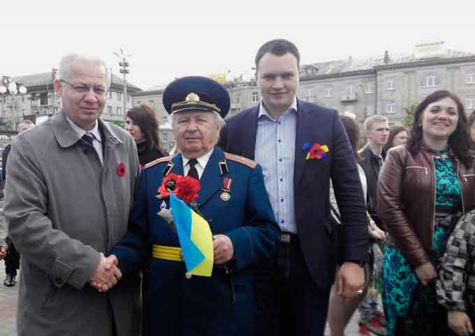 Лише один з черкаських нардепів відвідав місто на День Перемоги