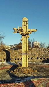 За знесення стели біля Дитячого парку черкащанин вимагає 1,5 мільйони гривень