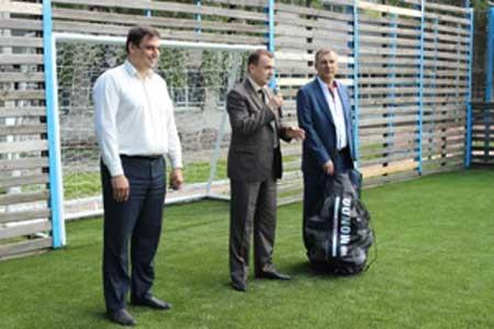 У черкаській спортивній дитячо-юнацькій школі відкрили футбольне поле