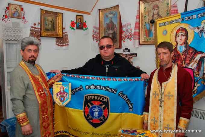 Прапори з ликом Пресвятої Богородиці відправилися з Лисянки на фронт