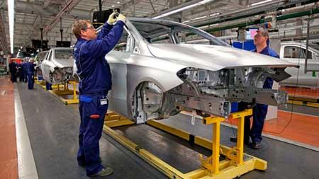 Будівництво заводу Mercedes-Benz в Росії заморозили через санкції