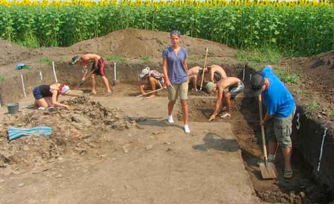 Юні археологи поповнили колекцію музею трипільської культури унікальними знахідками