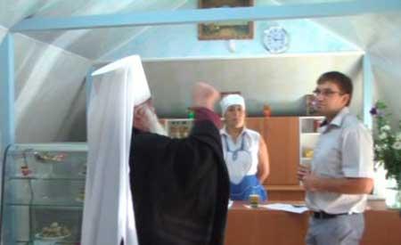На Маковея у Черкасах священик мало не почубився з чиновником (відео)