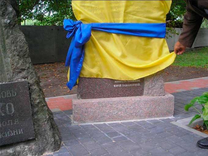 Біля могили Сошенка поставили пам'ятник несмаку і амбіціям