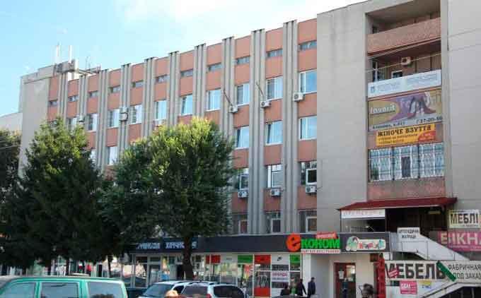 У центрі Черкас продають приміщення будинку побуту