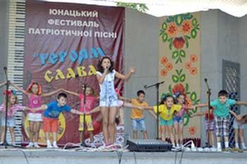 Юнацький фестиваль патріотичної пісні в Золотоноші об'єднав молоді таланти з різних областей України