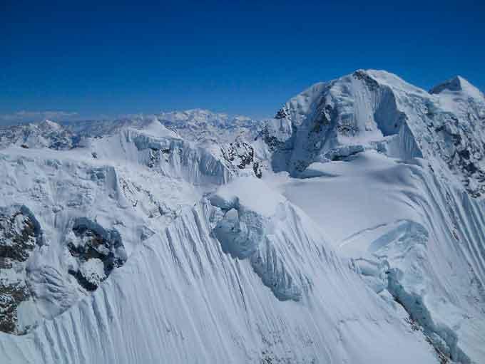 Черкаські альпіністи підкорюють Гімалаї