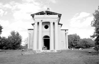 У Буртах церкву оновлюють за рахунок товариства