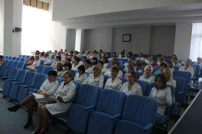 Митрополит Іоан провів зустріч із персоналом Черкаської обласної дитячої лікарні