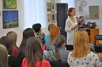 У художньому музеї обласної ради стартував мистецький фестиваль «Три крапки»