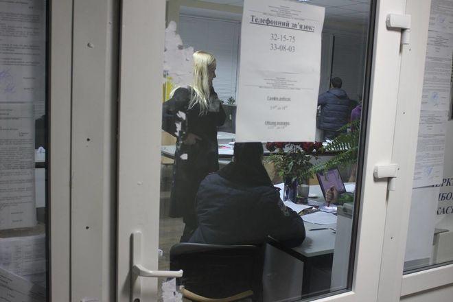 Як Черкаська ТВК відставку святкувала, а кандидати під дверима матюкалися (відео)