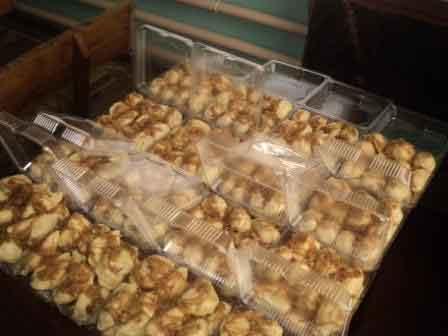 Волонтери Черкаського району відправили на схід мед та домашню випічку