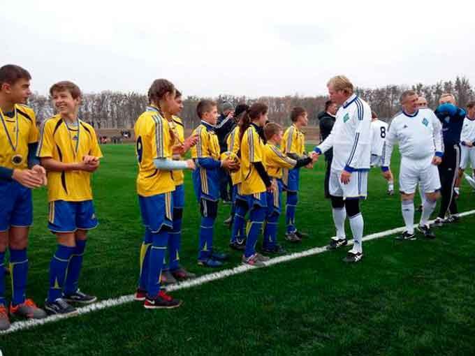 Легендарні гравці «Динамо» зіграли в нічию на Черкащині