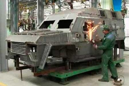 У Черкасах виготовляють броньовик для військових