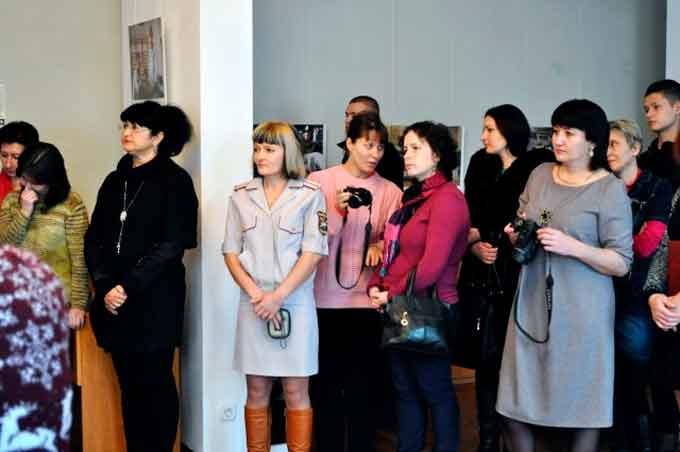 У Черкасах презентували фотовиставку «Жінки і конфлікт в Україні»